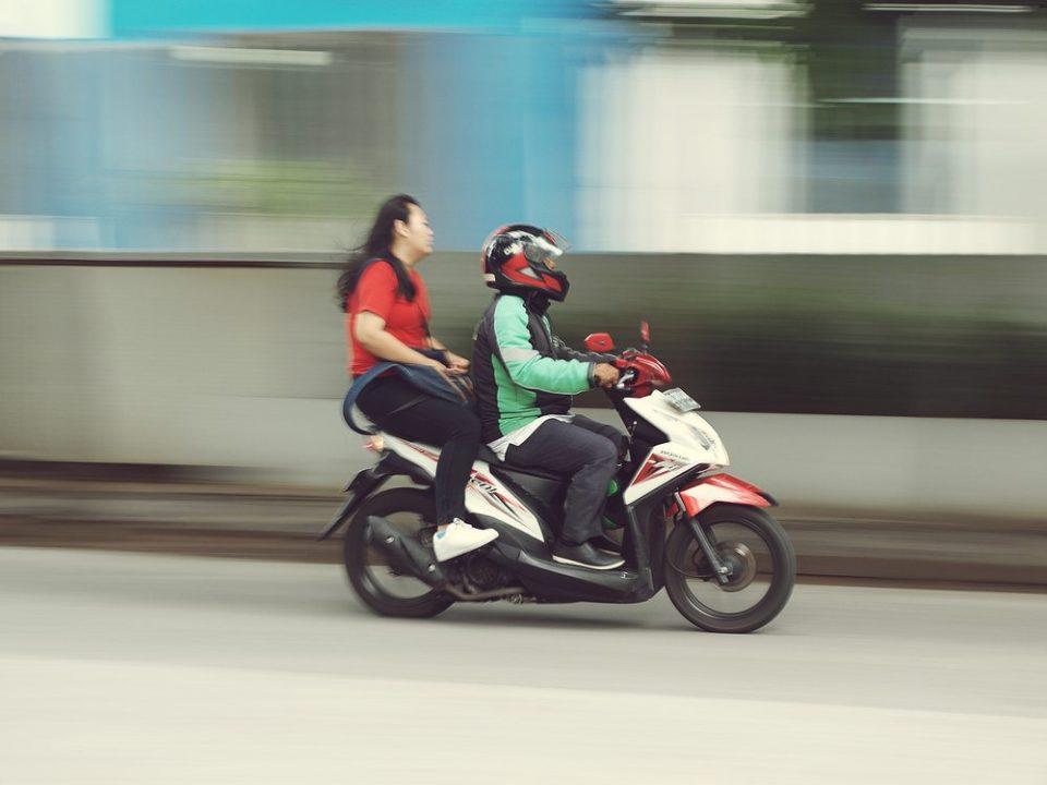 Recursos de multas - Recorrer de multa passageiro na moto sem capacete e suspensão da CNH - Recorra Aqui Blog
