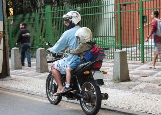 Recursos de multas - Transportar na garupa da moto criança menor de 7 anos: suspensão da CNH - Recorra Aqui Blog