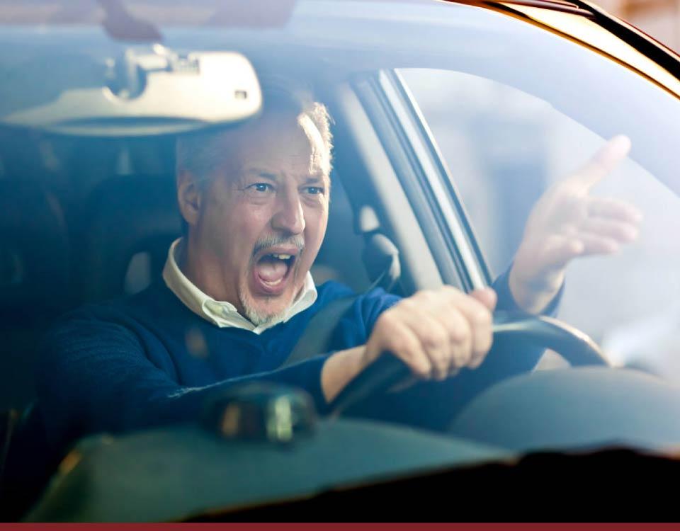 Multas - Dirigir ameaçando os veículos ou pedestres: suspensão da CNH - Recorra Aqui - Multas e CNH - artigo 170 CTB | como recorrer da multa por dirigir ameaçando os veículos ou pedestres? | Dirigir ameaçando os veículos ou pedestres?