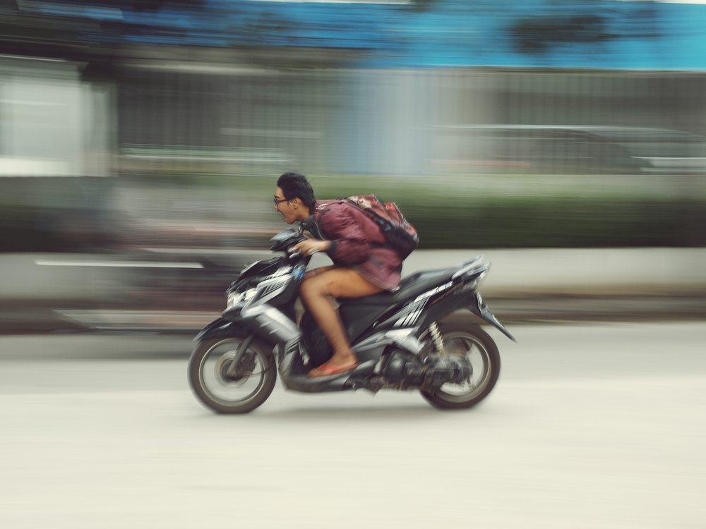 Multas - Dúvidas comuns sobre calçados e motos; entenda o que diz a lei - Recorra Aqui Blog