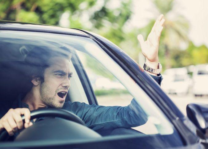 Multas - Artigo 170: Multa por Dirigir ameaçando os pedestres ou demais motoristas - Recorra Aqui Blog