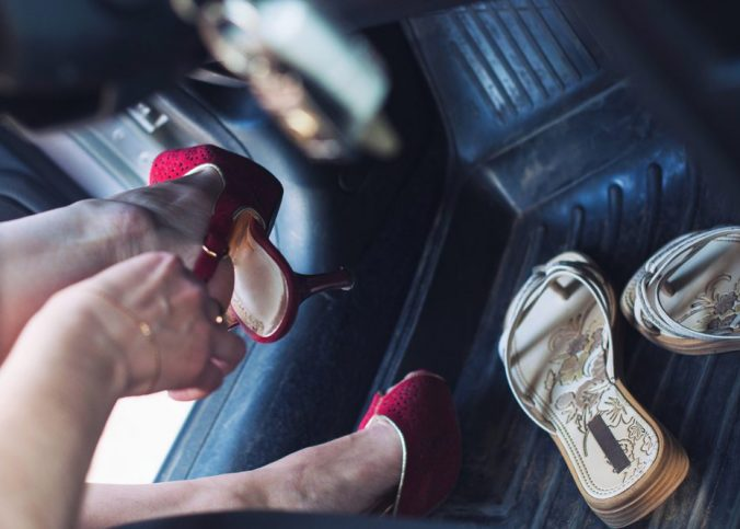 dirigir - É permitido dirigir descalço ou de chinelos? - Recorra Aqui Blog
