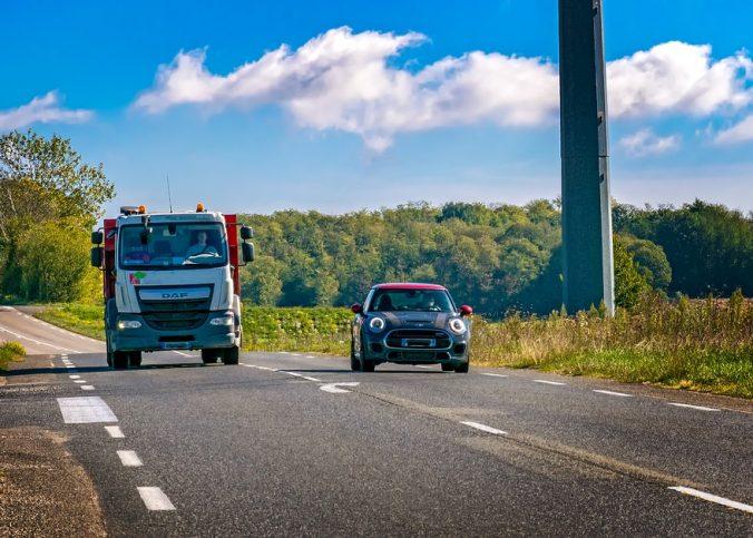 acima - Negar passagem a um carro acima da velocidade na rodovia gera multa? - Recorra Aqui Blog