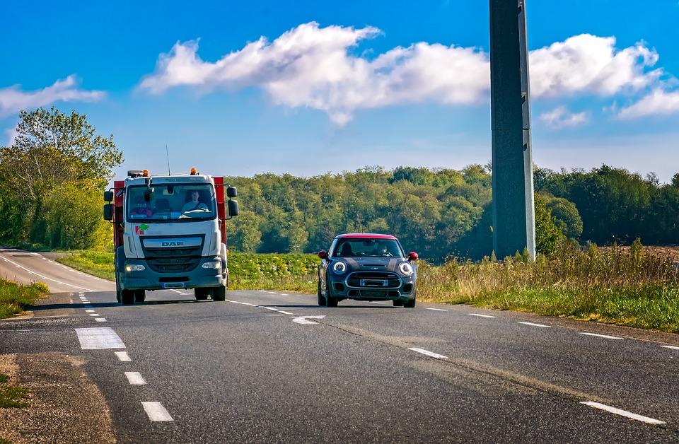 Multas - Negar passagem a um carro acima da velocidade na rodovia gera multa? - Recorra Aqui Blog