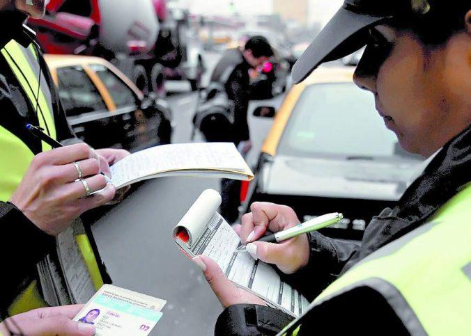 Ultrapassagem - Tudo sobre multas de trânsito: tabela, pontos e suspensão da CNH - Recorra Aqui Blog