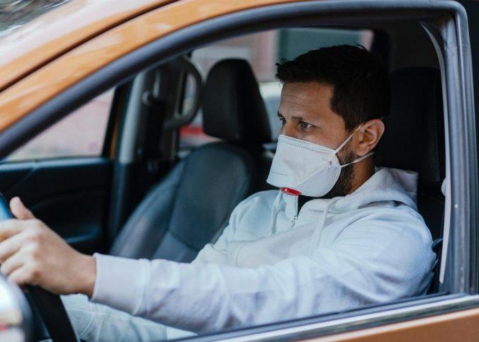 Dirigir sem máscara de proteção não figura como infração de trânsito