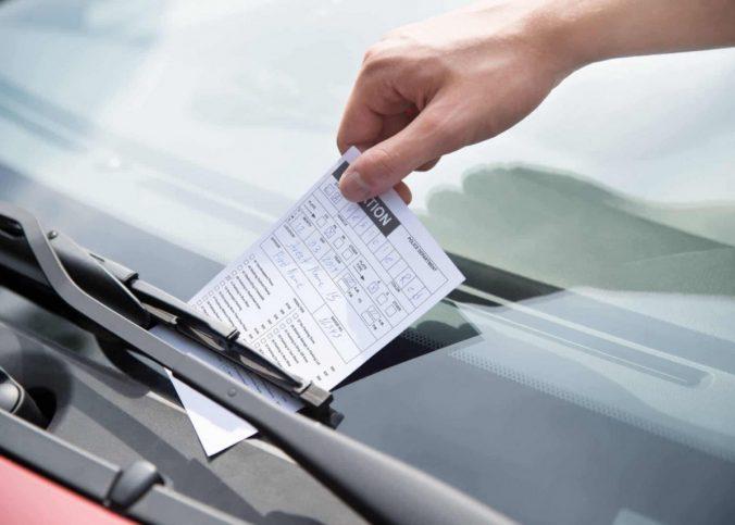 Por que 2021 começará com meses de multas de trânsito para pagar