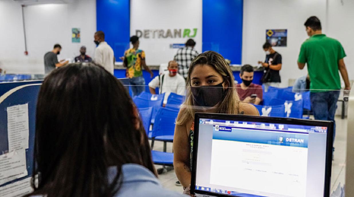 Renovação de CNH, licenciamento e transferência tem prazos suspensos pelo Contran